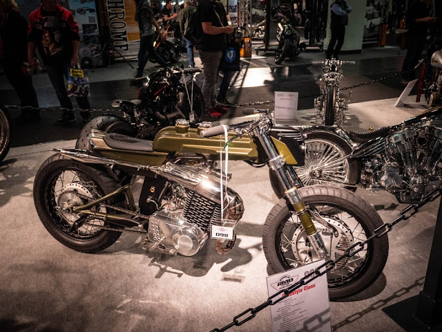 Esta moto irlandesa de Medaza Cycles en Cork se llama Stechmucke y presenta un motor MZ 250cc con un kit Wilf Green 300 instalado.