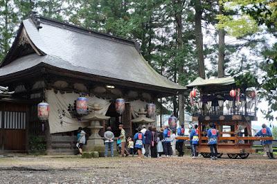 生坂村下生野 五社宮 拝殿と山車