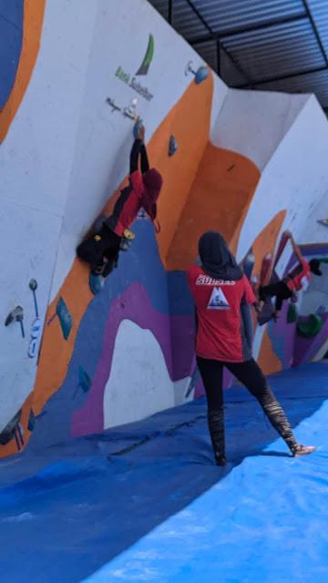 Atlet Panjat Tebing