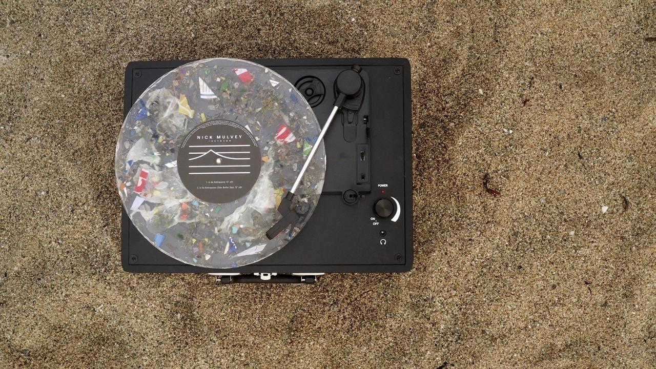 Die erste spielbare Schallplatte aus recyceltem Ozean-Kunststoff | Nick Mulveys Anthropocene Ocean Vinyl