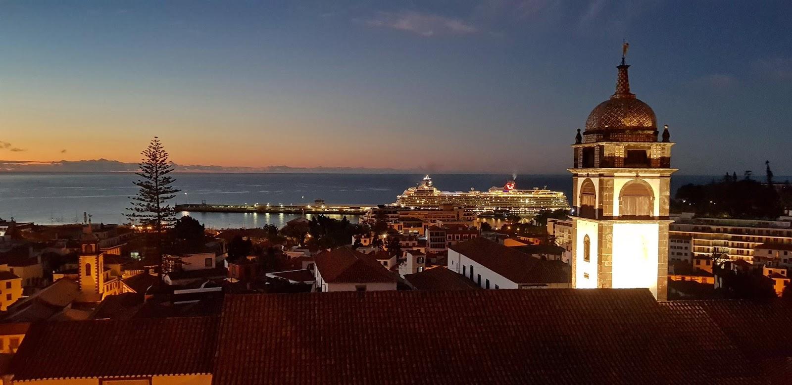 o porto ao amanhecer