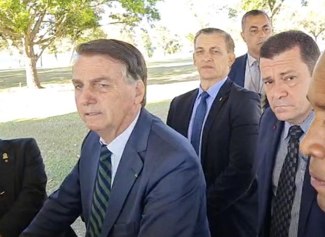 """Lula é """"bêbado picareta"""" e Barroso quer eleição suja, diz Bolsonaro"""