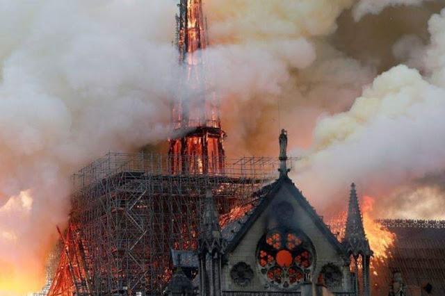 باريس تفتح باب التبرعات لإعادة بناء كاتدرائية نوتردام، وهؤلاء أول المتبرعين المتنافسين!