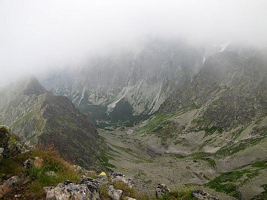 Dolina Jagnięca (słow. Červená dolina, niem. Rotseetal, węg. Vörös-tó-völgy).