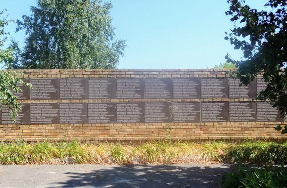 Васильковка. Район Низ. Улица Соборная. Воинский мемориал Второй мировой войны