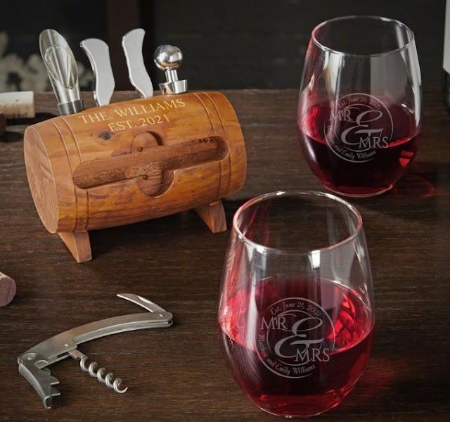 Engraved Wine Glasses Gift Set