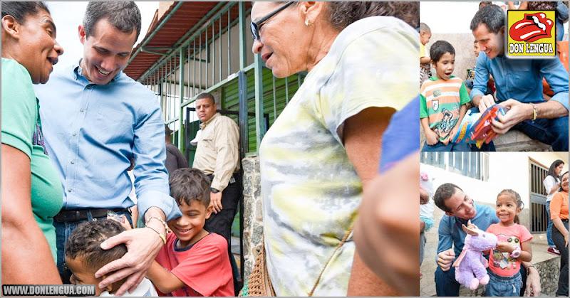 Juan Guaidó en plena campaña en Vargas repartió juguetes a 300 niños