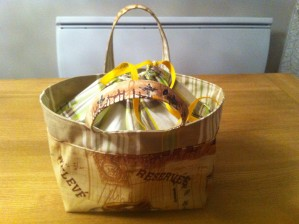 http://marcelcreations.over-blog.com/article-tutorial-lunch-bag-fran-ais-111559221.html