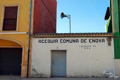 Comuna de Agua en la población Valenciana de L'Enova que distribuye a través de acequias agua para el regadío de la zona.