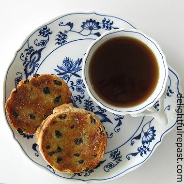 Toasted Teacakes - English Teacakes / www.delightfulrepast.com