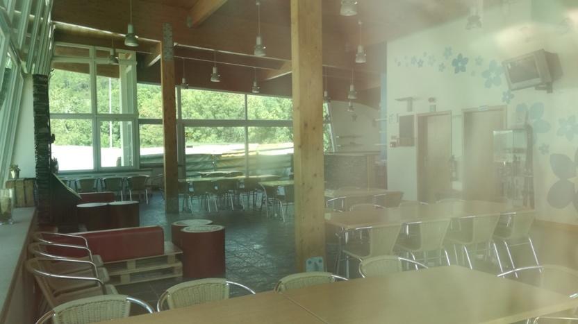 Interior do bar da pista de ski