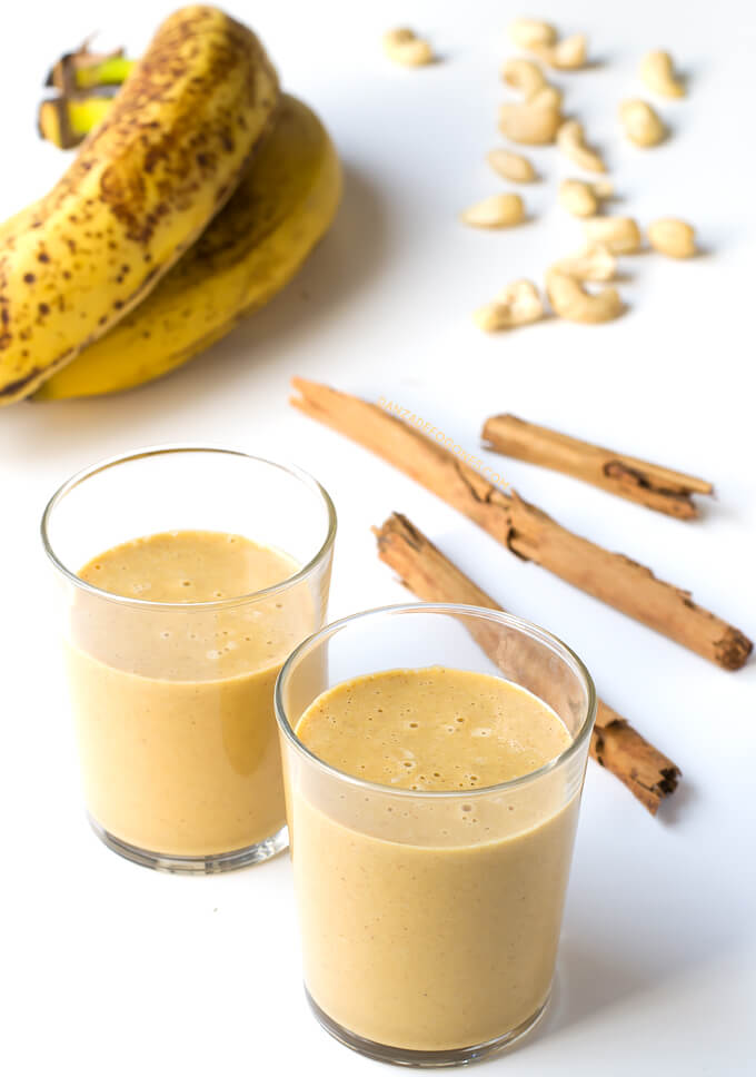 Pumpkin smoothie. When you drink this pumpkin smoothie, it looks like you are eating candy. It is very healthy, nutritious and only has 148 calories per serving | danceofstoves.com #DanceofStoves