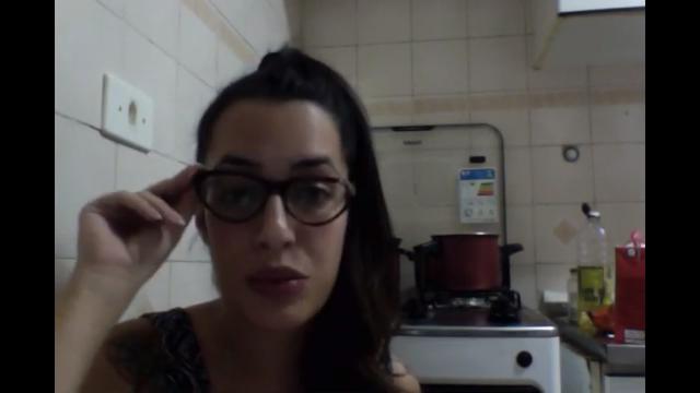 """VIDEO- Lívia Cruz fala sobre: a musica """"Eu tava lá"""", a invizibilização das minas nos sites de rap e dos famosos Haters"""