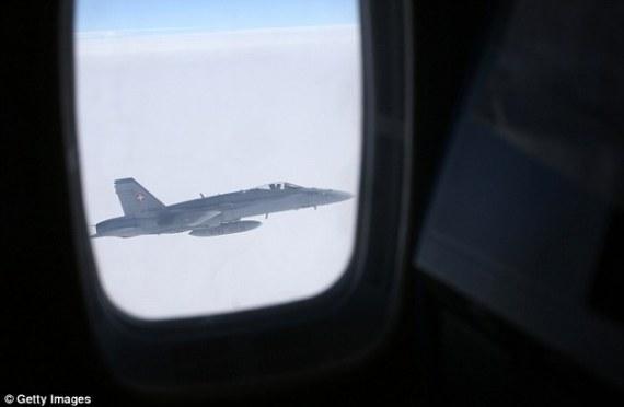 3 طائرات سويسرية تطارد طائرة بوتين الرئاسية.. والخوف من اندلاع حربٍ باردة