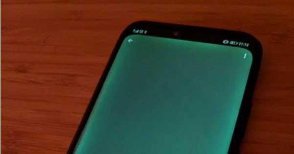 Huawei Mate 20 Pro Features Green Light Leakage On Curved Screen