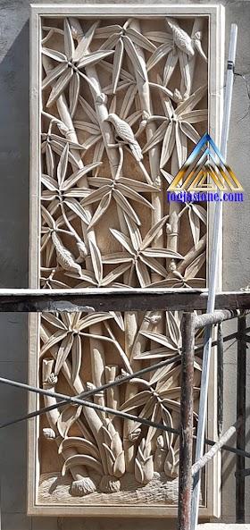 Relief batu alam paras putih motif pohon bambu