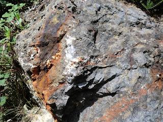 Minerales cerca de la mina Mintetxu, Alonsotegi