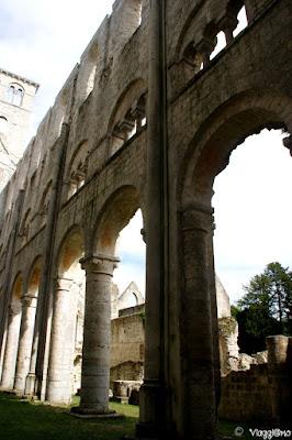 Interno della chiesa dell'Abbaye de Jumieges