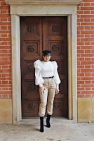 https://www.karyn.pl/2020/03/bezowe-spodnie-i-top-z-bufiastymi.html