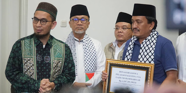Percaya Sosok Ustaz Adi Hidayat, Zulkifli Hasan Serahkan Bantuan Palestina Sebesar Rp 3,7 Miliar