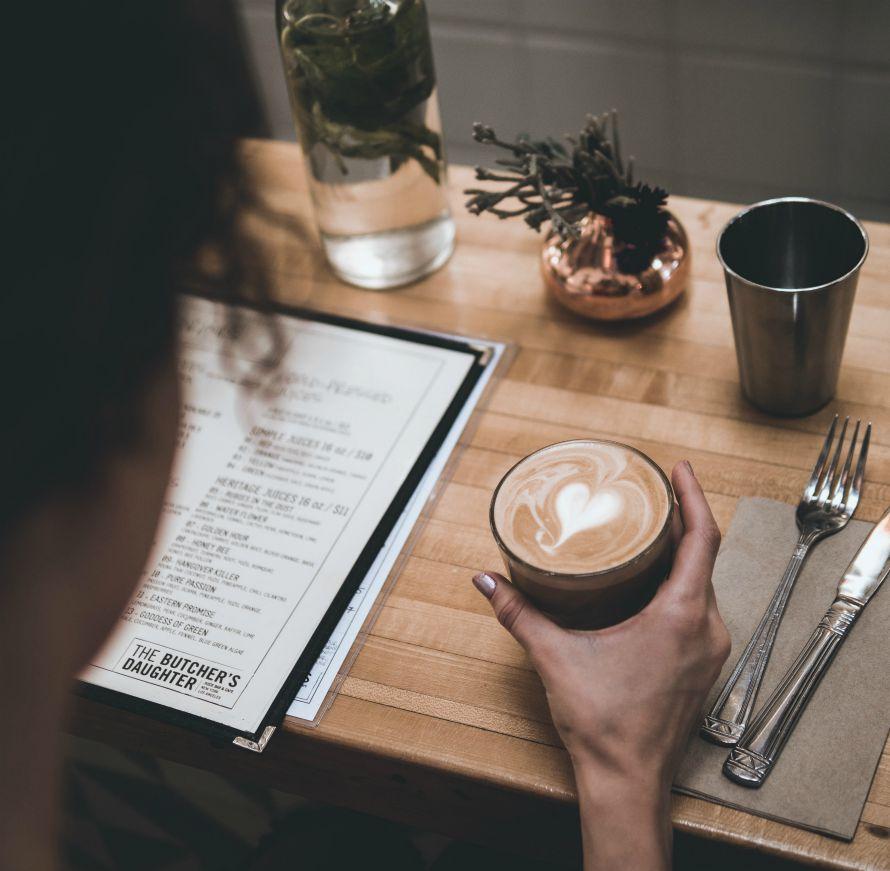 timologisi-menu-gia-estiatorio-reading-a-menu-with-coffee