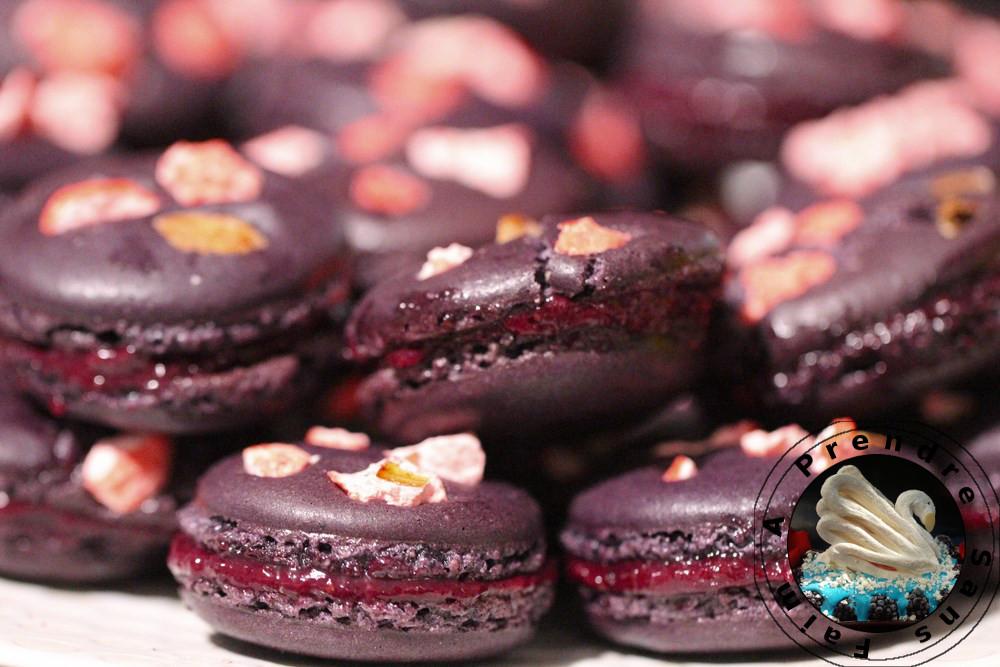 Macarons aux fruits rouges et pralines roses (pas à pas en photos)