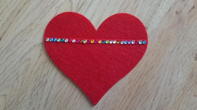 DIY No-Sew Valentine's Day Heart Pockets