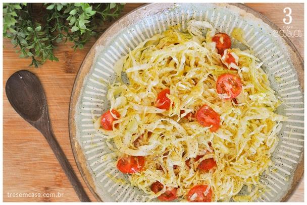salada de repolho com mostarda e mel