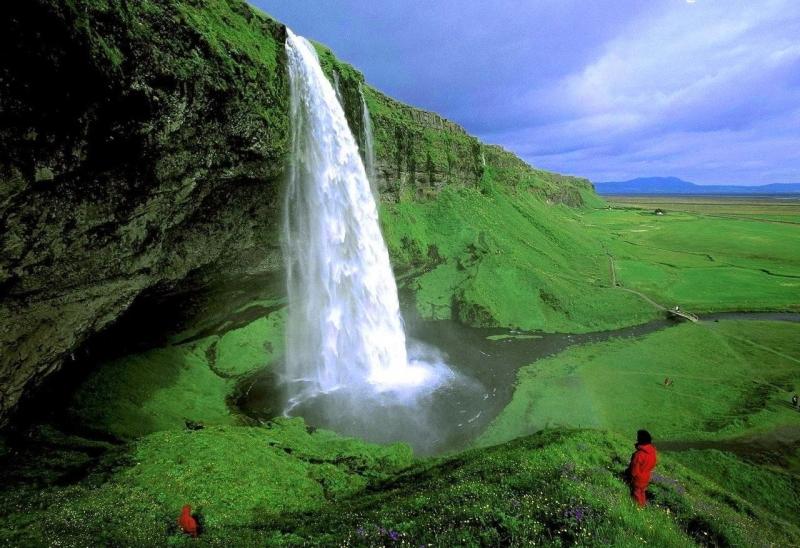 горы исландии водопады