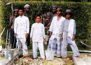 foto sekelompok pemuda batak bekerja bersama
