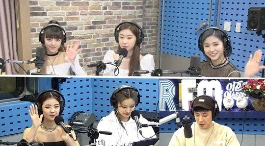 ITZY Ryujin ve Yuna, dışarıda gezerken JYP'ye seçildiklerini anlattı
