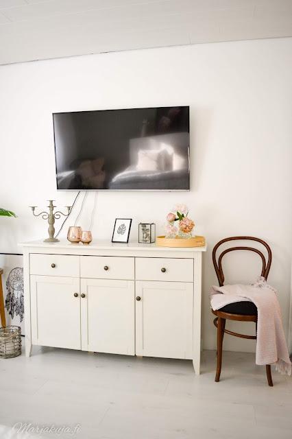 kirppis kirpputori kirppislöytö koti boheemi skandinaavinen persoonallinen kierrätys jysk makuuhuone tv