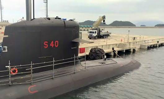 Submarino brasileño Riachuelo detalle de escotilla logística de proa (Marihna Brasil)