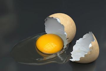 Случайно разбитое яйцо - плохая примета, о чем она говорит