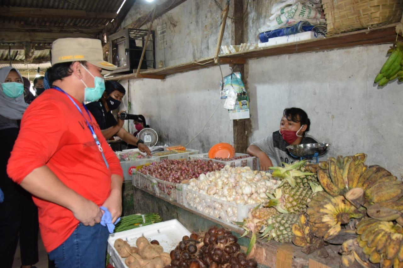 Gubernur Sugianto Blusukan ke Pasar Himbau Warga Pakai Protokol Kesehatan dan Borok Jualan Warga