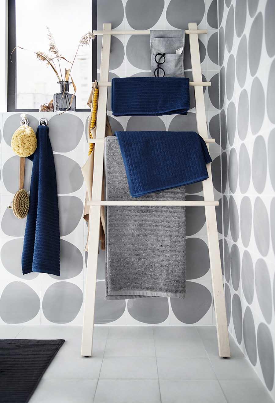 Novedades catálogo Ikea 2020 baño toallero escalera abedul VILTO