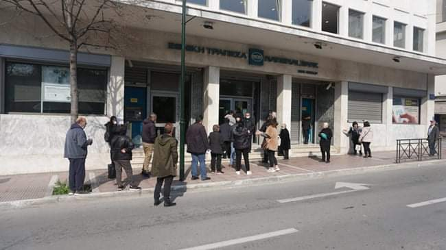 Η ΟΤΟΕ Λάρισας για τις ουρές στις τράπεζες