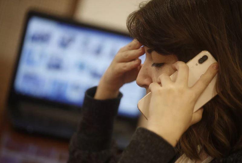 Diputados UDI presentan proyecto que limita llamadas de cobranza a una por mes