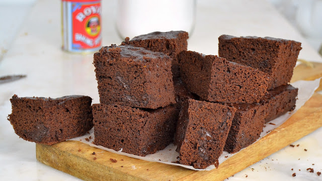 Brownie de chocolate al microondas ¡Sin pesar ingredientes!