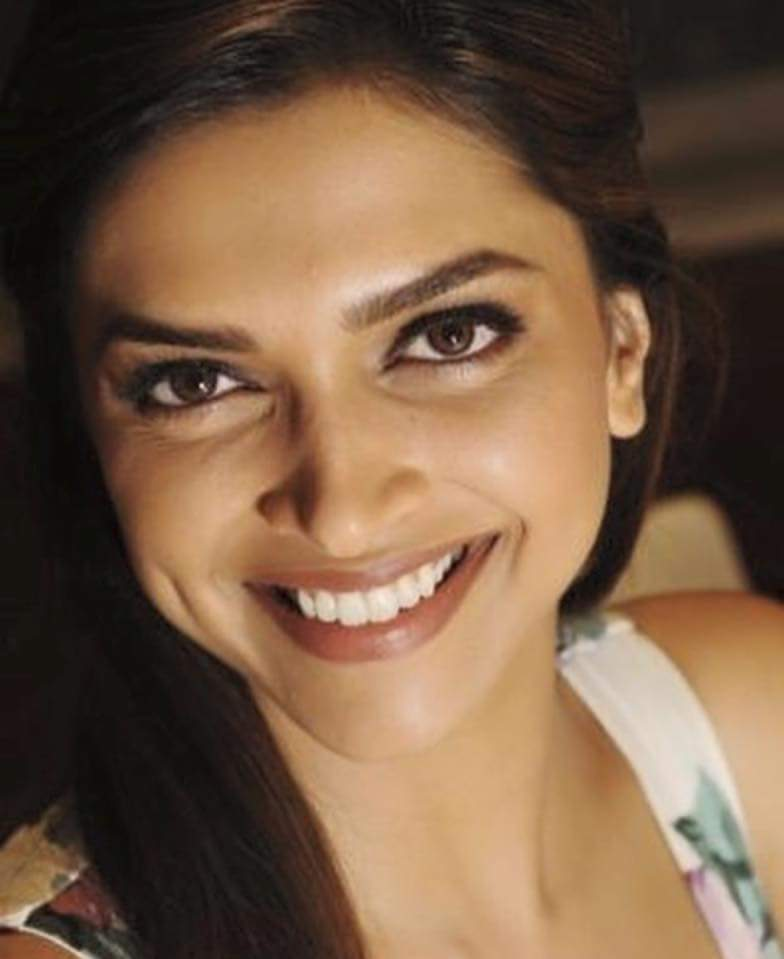 Deepika Padukone Cute Smile Pictures