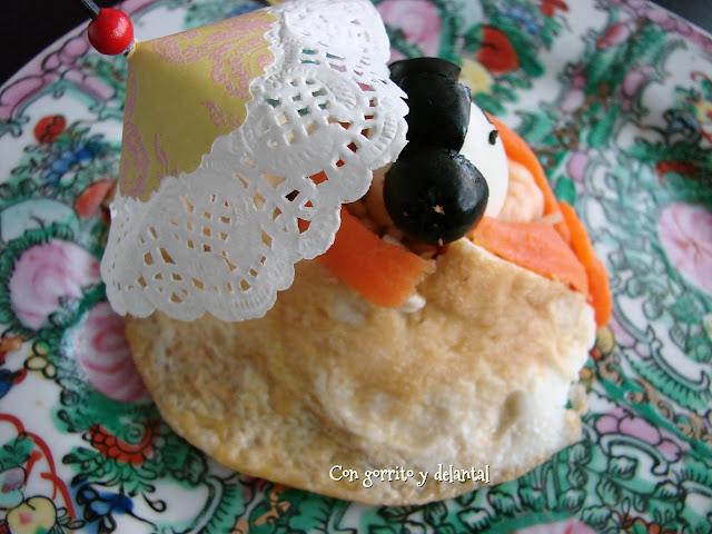 plato-de-arroz-tres-delicias-con-gorrito-y-delantal