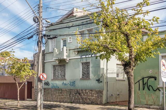 Outra casa com capelinha