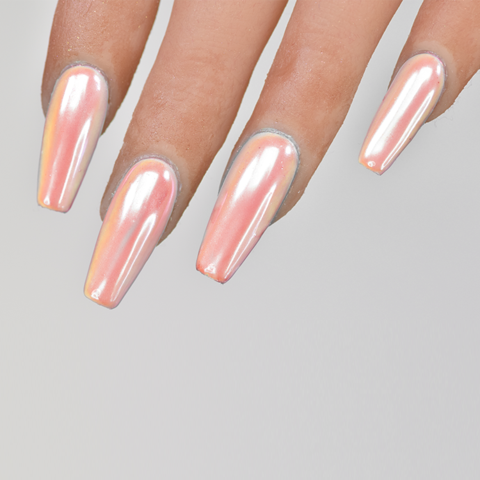 nails in living coral  2019's pantone colour of the year