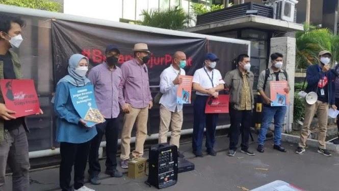 Bentuk Kekecewaan, Rakyat Dirikan 'Kantor Darurat Korupsi' di Depan Gedung Lama KPK