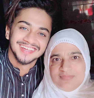 Hasnain khan With Her Mother