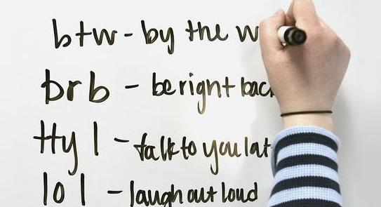 Arti Singkatan BTW, OTW, WTB dan Bahasa Gaul Terkait Lainnya