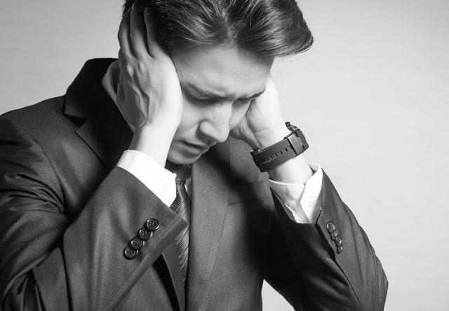 8 علامات تدل على أنك تهتم أكثر من اللازم عما يقوله الناس عنك