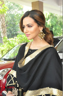 Bollywood Actress Sana Khan Launches Aakrithi Exibition  0143.JPG