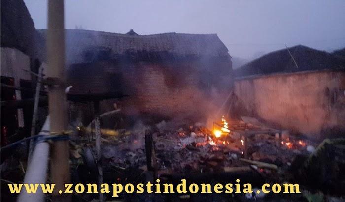 Rumah Dilalap Api, Ketika Pemilik Bantu Gali Makam Tetangga