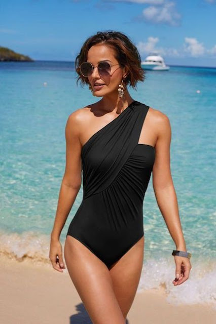 costume intero monospalla costume nero tendenza costumi estate 2019 mariafelicia magno fashion blogger colorblock by felym fashion blogger italiane one shoulder bikini